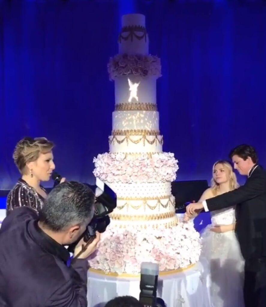 Торт молодоженов. Фото: Instagram