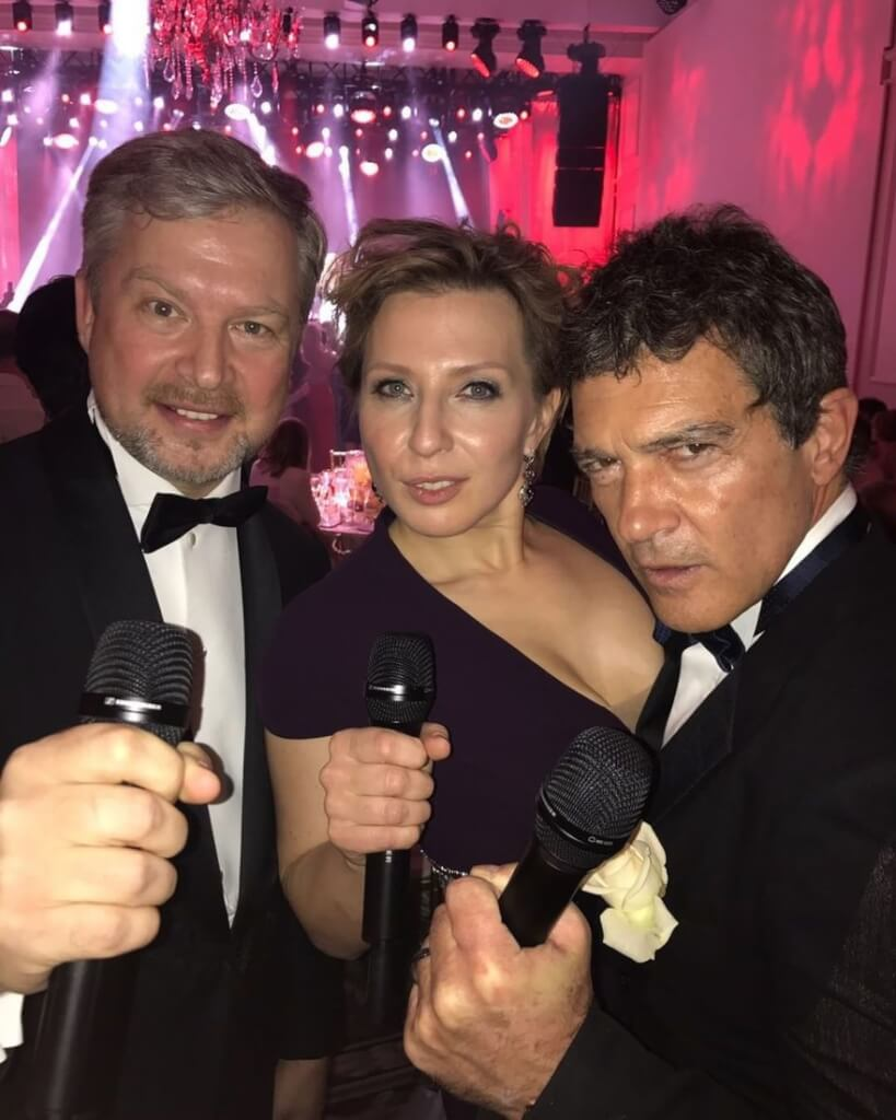 Ведущими вечера стали Валдис Пельш, Яна Чурикова и Антонио Бандерас. Фото: Instagram