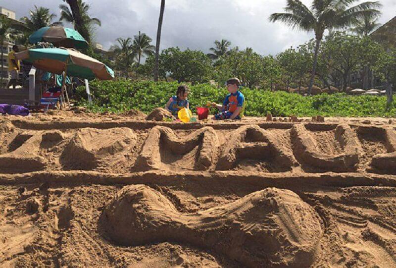Отдых на Гавайях, надпись на песке сделала автор Фото: предоставлено героем материала