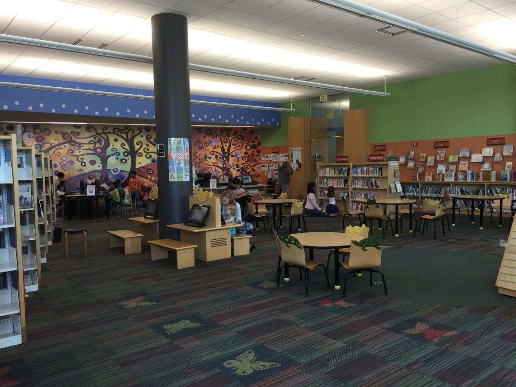 Детский зал библиотеки в городе Фостер сити, Калифорния. Фото из личного архива автора.
