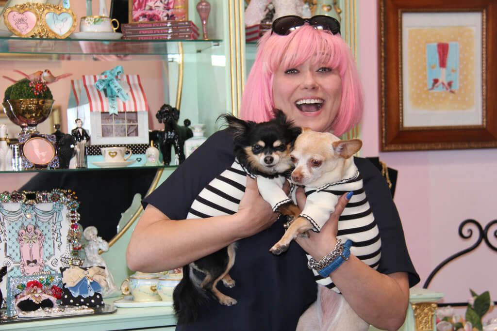 Яна Сыркин со своими собачками Твигги и Лупитой. Фото Юлии Буняк