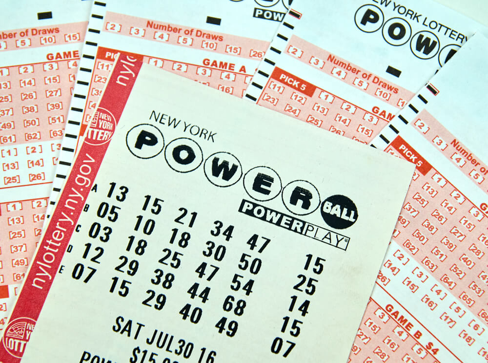 Mother who won $ 278 million in the lottery sues her son for money