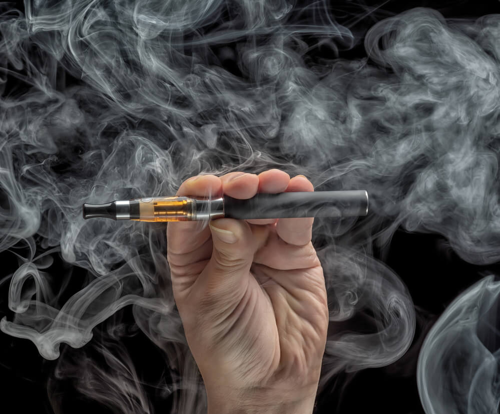 подросток купил электронную сигарету